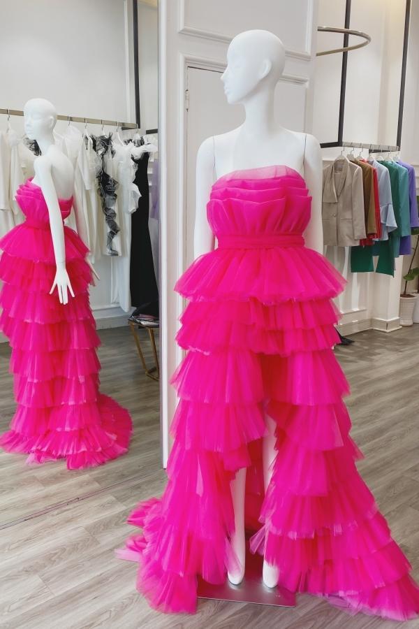 Cận cảnh chiếc váy đươc thực hiện theo số đo của Hoa hậu Hoàn vũ 2011.
