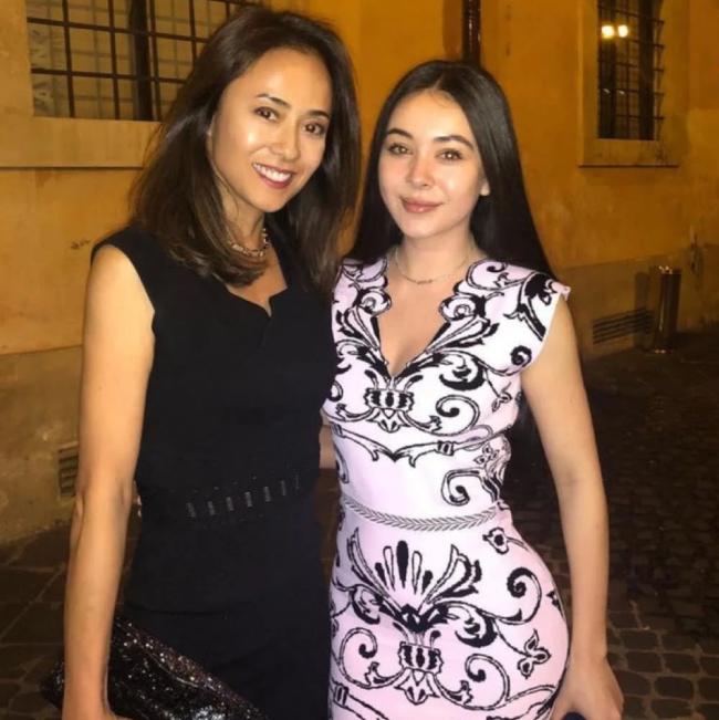 Kumiko Goto và con gái.