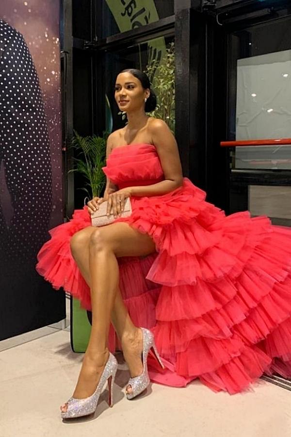 Lê Ngọc Lâm tiết lộ Hoa hậu Hoàn vũ 2011 Leila Lopes biết anh qua mạng xã hội. Người đẹp nhắn tin hỏi thăm và đặt hàng 3 mẫu váy. Nhận lời đề nghị, nhà thiết kế 9X cảm thấy bất ngờ và chia sẻ: Tôi hạnh phúc khi có một nữ hoàng sắc đẹp quốc tế yêu thích thiết kế của mình. Trong quá trình làm việc, Leila thể hiện tinh thần chuyên nghiệp và rất thân thiện, đáng yêu. Vì quý mến Leila, Lê Ngọc Lâm gửi tặng thêm cho cô hai bộ vest và mỹ nhân Angola cũng bày tỏ yêu thích chúng.