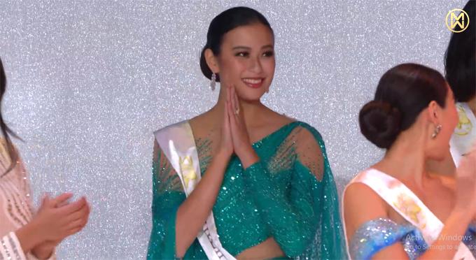 Người đẹp Philippines hạnh phúc khi được xướng tên vào Top 12.