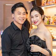 Hòa Minzy cùng bạn trai dự tiệc Giáng sinh sớm