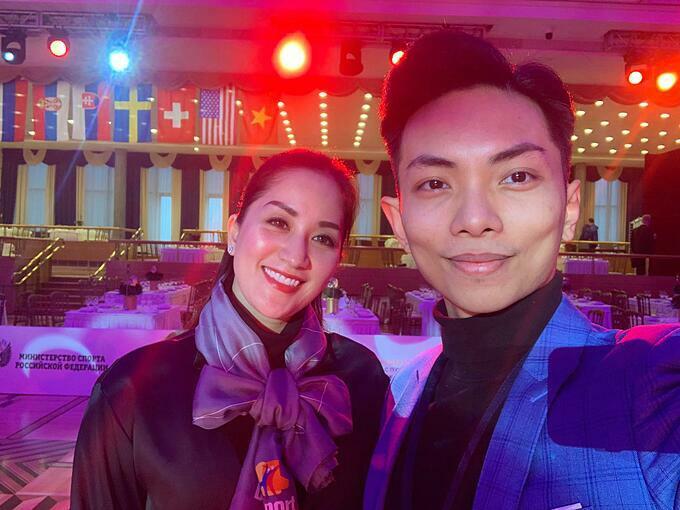 Phan Hiển hộ tống bà xã Khánh Thi đi chấm thi cuộc thi nhảy ở Nga.