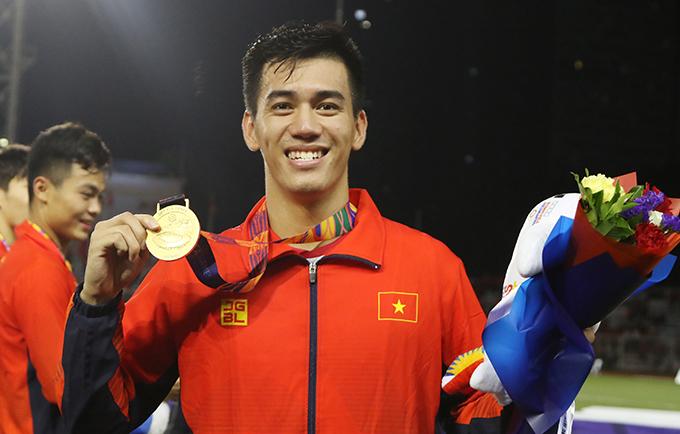 Tiến Linh mừng HC vàng SEA Games 30 sau chiến thắng 3-0 trước Indonesia hôm 10/12. Ảnh: Đức Đồng.