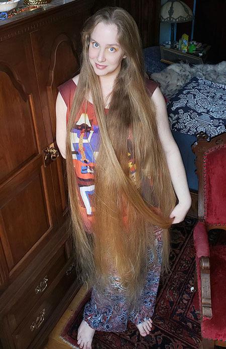 Tôi cố gắng trông nghệ thuật và sáng tạo trong những bức ảnh của mình. Có rất nhiều người đã đề nghị mua mái tóc của tôi, thậm chí họ sẵn sàng trả hàng nghìn USD để tôi cắt tóc, April, hiện có một con gái 8 tuổi tên Sky, nói.