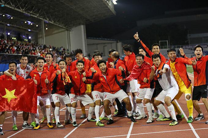 Tấm HC vàng SEA Games cũng giúp tuyển nam Việt Nam tăng ba bậc, xếp thứ 94 thế giới.