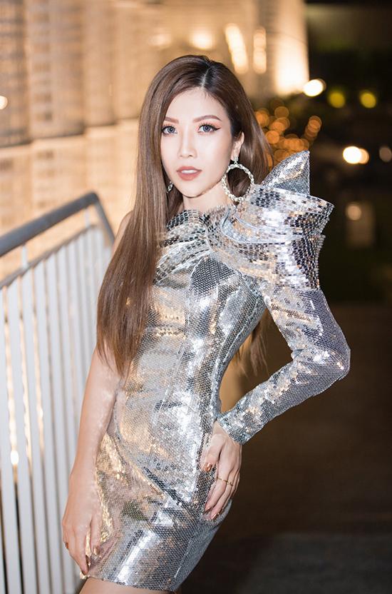 Trang Pháp tỏa sáng với váy sequins ánh bạc của Chung Thanh Phong.