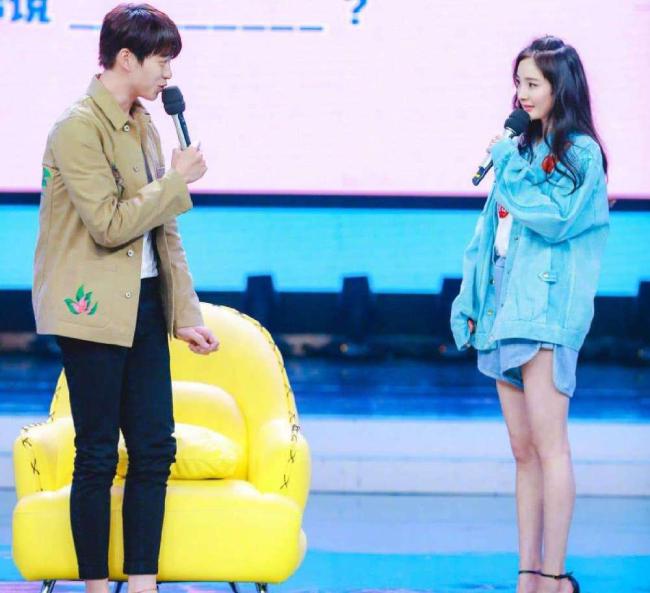 Cặp đôi cùng tham gia show truyền hình.