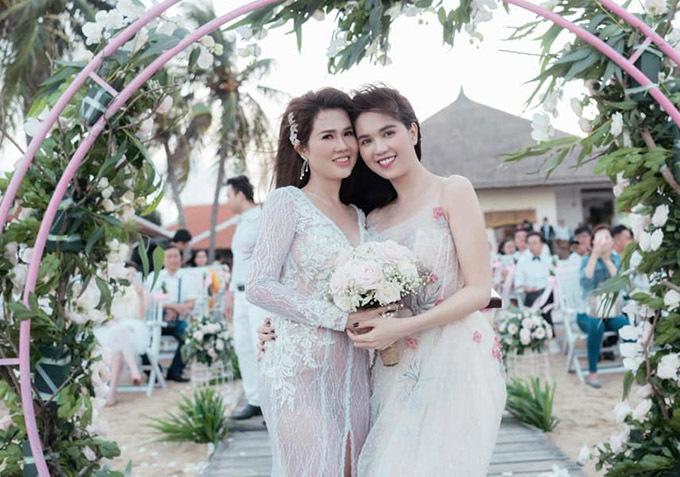 Tháng 10/2018, người đẹp rạng rỡ dự đám cưới lần hai của chị gái. Cô mừng cho chị tìm được bến bờ mới sau những tổn thương trong tình cảm.