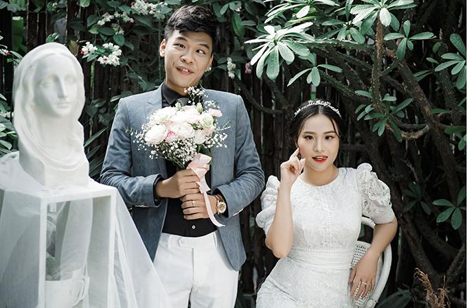 Ngọc Hà là diễn viên múa nên không gặp trở ngại gì khi chụp hình mà khó khăn lớn là biểu cảm của Trung Ruồi trong bộ ảnh.