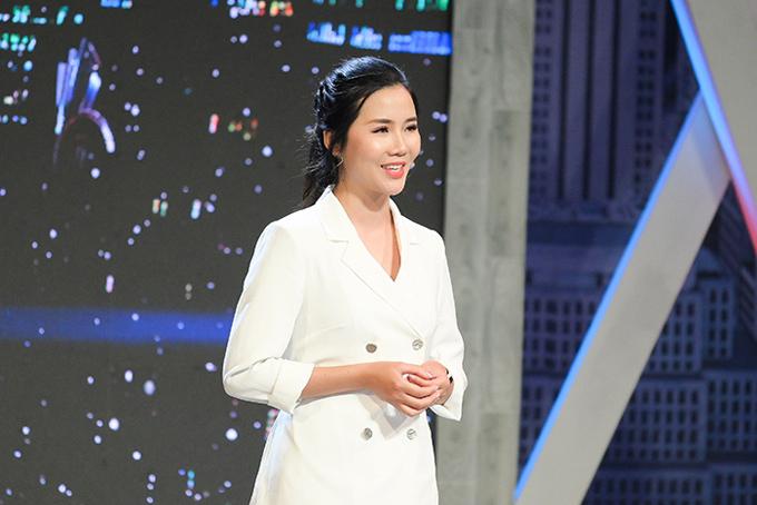 Ứng viên Hoàng Thị Huyên thuyết phục các sếp trong thử thách tình huống.