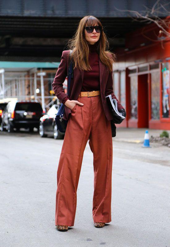 Quần suông dáng đứng thường được sơ vincùng áo thun ôm, sơ mi, áo dạ mỏng, áo blouse để khiến hình ảnh của người mặc trở nên cao ráo hơn.