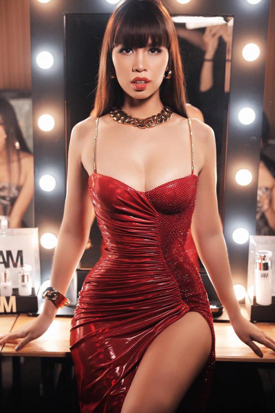 Siêu mẫu Hà Anh khiến nhiều fan ngưỡng mộ vì cách giữ gìn vóc dáng và duy trì phong thái ổn định khi xuất hiện với vai trò người mẫu.
