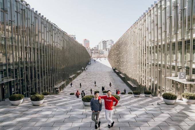 Ewha Women University là một trong số đó. Trường đại học nữ sinh có một khu kiến trúc cổ, một khu siêu hiện đại.