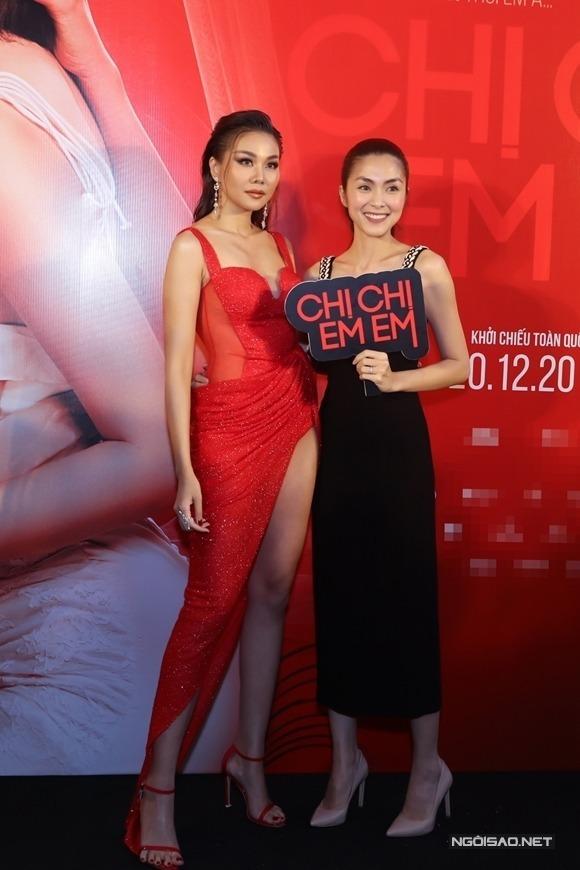 Hà Tăng (phải) đến chúc mừng phim củaThanh Hằng.