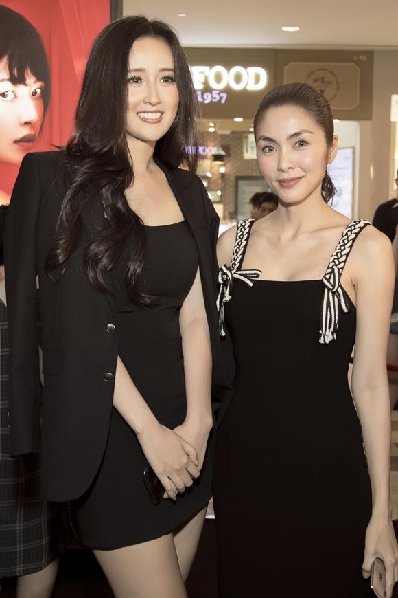 Diễn viên Hà Tăng (phải) hội ngộ hoa hậu Mai Phương Thúy tại sự kiện. Hai người đẹp đều sống kín tiếng và ít tham gia các hoạt động giải trí.