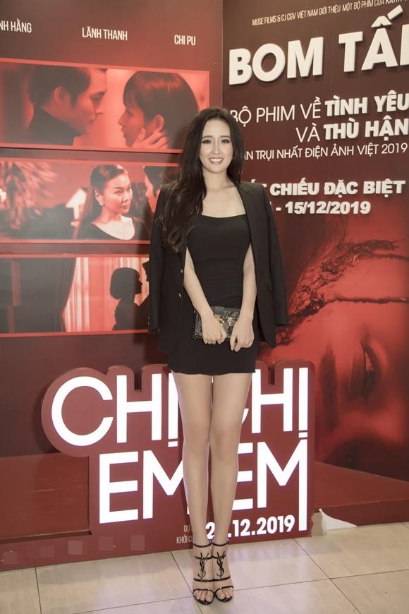 Hoa hậu Việt Nam 2006 cho biết, cô muốn đầu tư vào điện ảnh từ vài năm trước, nhưng Chị chị em em là dự án đầu tiên nhận được cái gật đầu của cô.