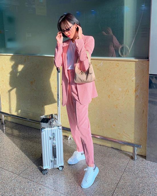 Trên đường đua phong cách street style, danh hài Diệu Nhi cũng không để mình kém cạnh các fashionista nổi tiếng của showbiz.