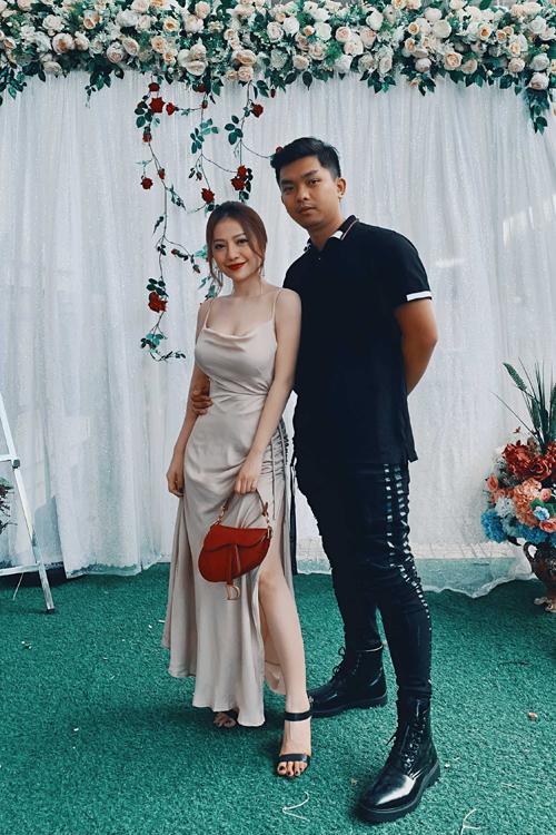 Vợ chồng MiA tham dự một đám cưới.