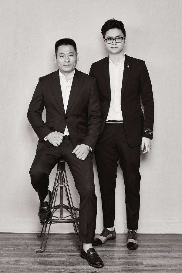 Bố ruột và ông xã của Tú Anh cùng chụp chung một bức ảnh.