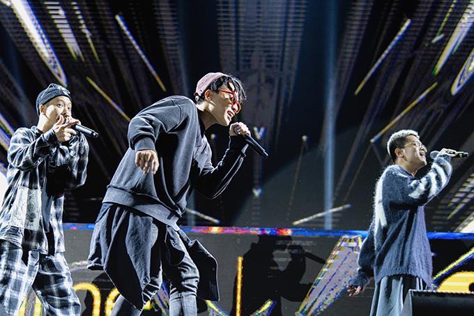 Những chàng trai của Da LAB mang đến các ca khúc Thanh xuân, Nước mắt em lau bằng tình yêu mới, Bài ca tuổi trẻ và Một nhà.