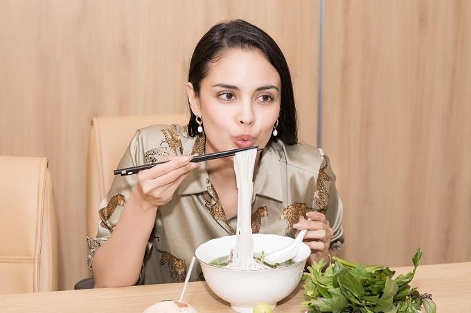 Megan dành nhiều lời khen cho món ăn nổi tiếng của đất nước Việt Nam.