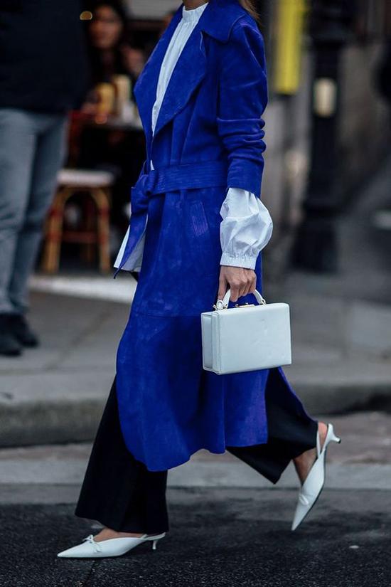 Ở mùa thời trang 2015, làn mốt thế giới được phen rung động bởi sự lên ngôi của màu xanh blue. Năm 2020, tông màu ấn tượng này hứa hẹn sự trở lại ngoạn mục.