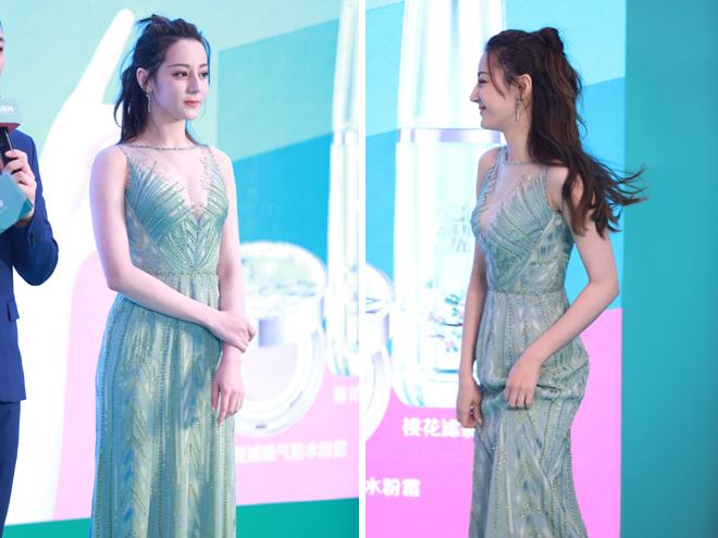 Địch Lệ Nhiệt Ba sở hữu chiều cao 169 cm, vóc dáng thon thả, vì thế trong những bộ đầm bó, cô càng nổi bật.
