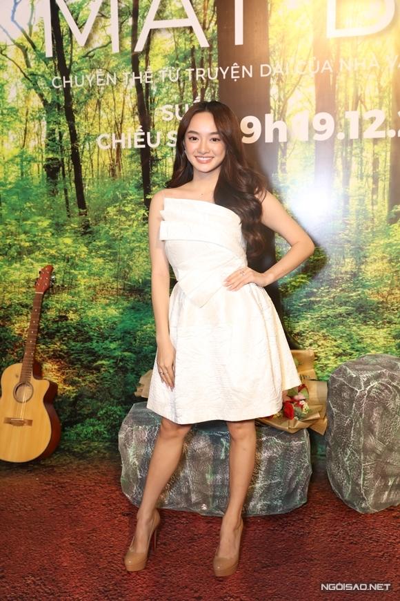 Kaity Nguyễn chia sẻ với Ngoisao.net, cô hâm mộ đạo diễn Victor Vũ từ lâu, yêu thích các phim anh làm nên chỉ qua trailer, cô tin tưởng Mắt biếclà một bộ phim giàu cảm xúc.