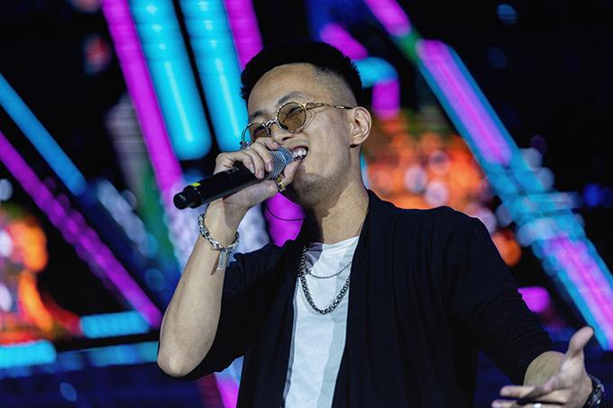 Rapper Rhymastic chia sẻ, anh luôn cảm thấy hứng khởi, tràn đầy năng lượng khi biểu diễn trong các chương trình sinh viên. Không chỉ thể hiện bản hit Yêu 5, Ngọn đuốc đêm, anh còn mang đến ca khúc Lang thang chuẩn bị ra mắt.