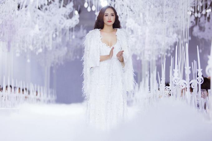 Đầu năm 2019, Mai Phương Thúy thử sức với vai trò vedette cho show diễn của nhà thiết kế Lý Quí Khánh. Cô diễn ngẫu hứng, không theo nguyên tắc nào và nhận tràng vỗ tay không ngớt từ các khách mời. Đến tháng 9, cô tiếp tục làm vedette cho show diễn của nhà thiết kế Adrian Anh Tuấn.