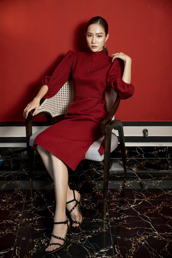 Váy tay bồng, đầm thắt eo mang tính ứng dụng cao được xây dựng trên bảng màu hợp mốt như đỏ, nude.