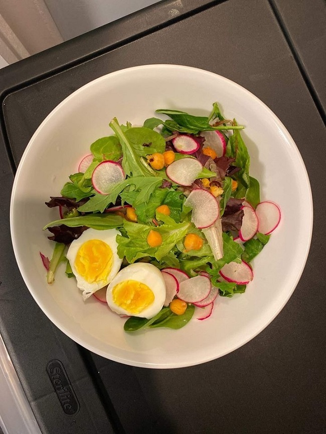 3 bữa chính trong ngày của Linh luôn có đủ các nhóm dinh dưỡng: tinh bột, protein và chất xơ.