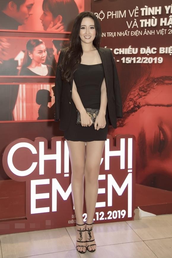 Mai Phương Thúy dự ra mắt phim Chị chị em em tại TP HCM hôm 17/12.