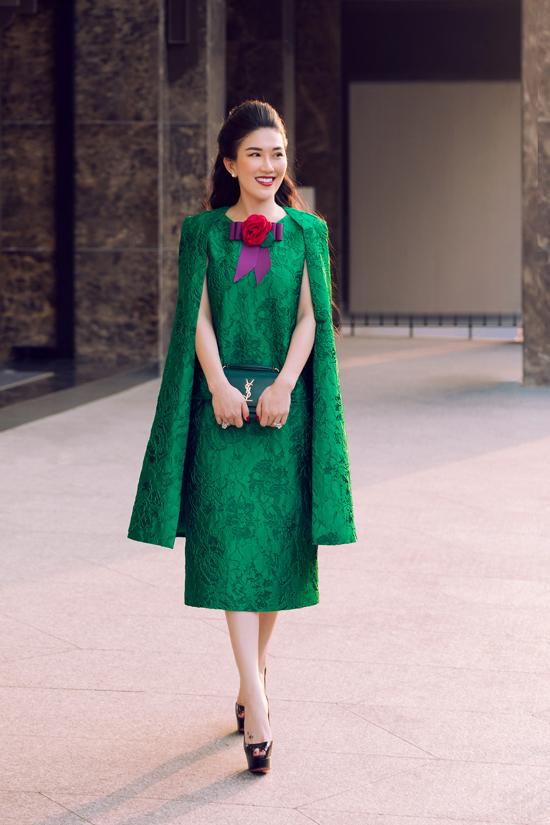 Cùng với sắc đỏ rực rỡ, gam xanh lá vẫn là tông màu được ưa chuộng trong mùa giáng sinh.