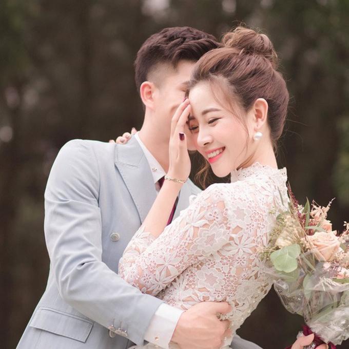 Trước lễ ăn hỏi, Nhật Linh hé lộ ảnh pre wedding nhưng giấu mặt chú rể Văn Đức. Cặp 9X dự kiến tổ chức đám cưới sau kỳ nghỉ Tết nguyên đán 2020.