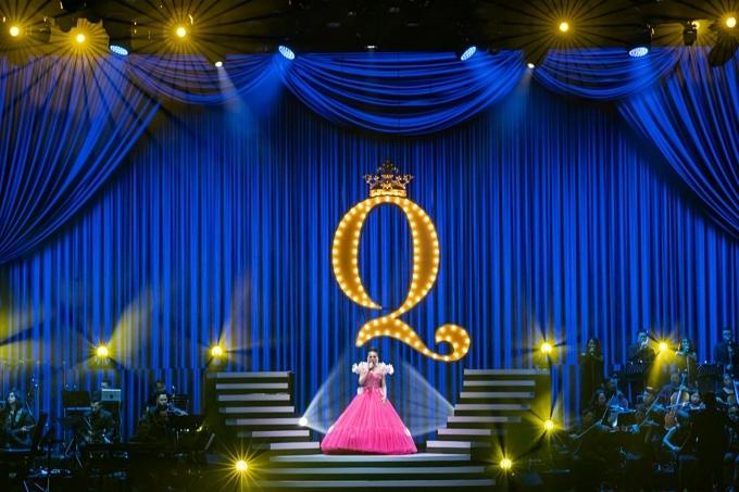 Q show 2 có kinh phí đầu tư 30 tỷ đồng nhằm mang đến trải nghiệm tốt nhất cho khán giả về phần nghe lẫn phần nhìn.Liveshow có khoảng 30 tiết mục chia thành năm chương đi theo hành trình 20 năm gắn bó nghệ thuật ca hát của Lệ Quyên.