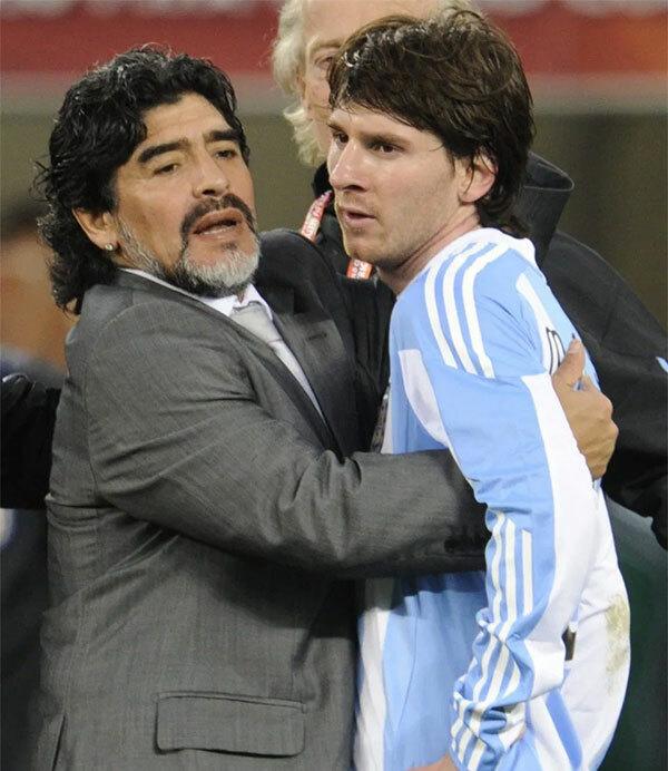 Maradona là thầy của Messi tại World Cup 2010, giải đấu mà Argentina lọt và tứ kết và thua Đức.