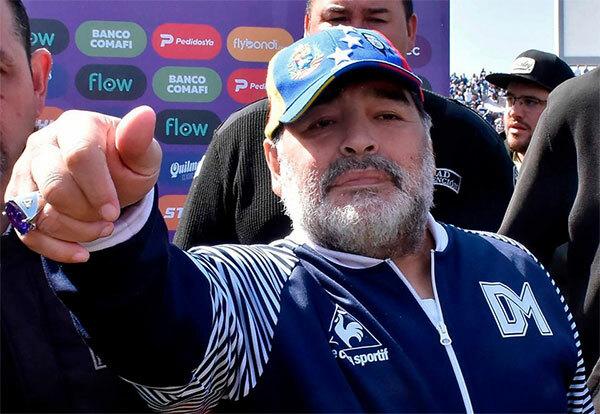 Maradona hiện là HLV Gimnasia