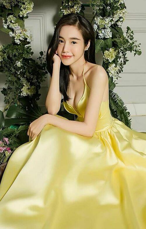 Nhan sắc của Elly Trần dù đã là mẹ hai con.