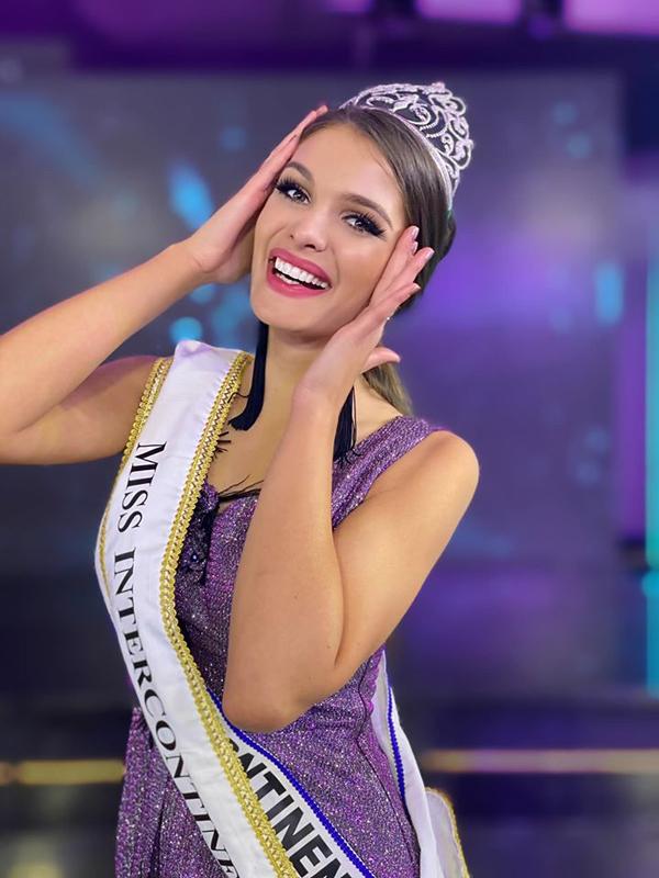 Người đẹp Hungary, Fanni Miko, rạng rỡ khi đăng quang cuộc thi Hoa hậu Liên lục địa lần thứ 48 - cuộc thi nhan sắc có lịch sử lâu đời thứ tư sau Miss Universe, Miss World và Miss International.