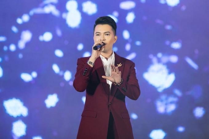 Nam Cường cũng tham gia biểu diễn trong sự kiện.