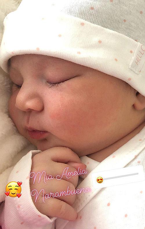 Hình ảnh nhóc tỳ khi mới chào đời rất bụ bẫm, đáng yêu.