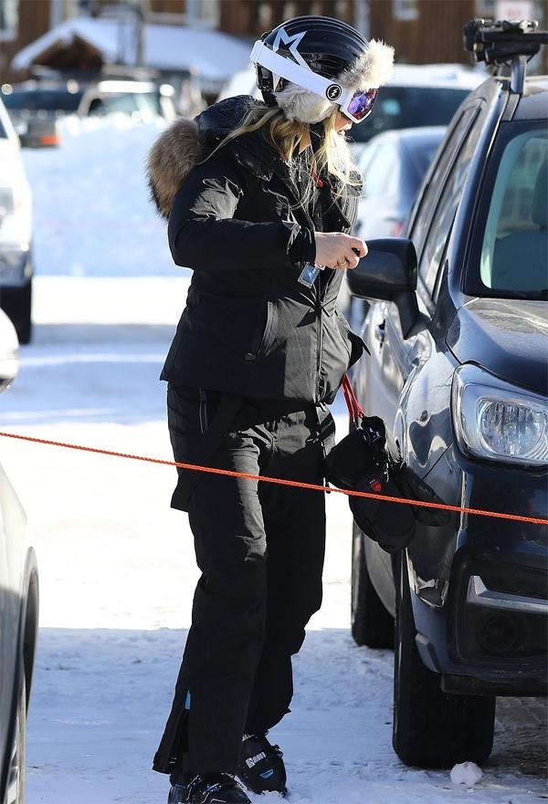 Giáng sinh năm nay, Gwyneth Paltrow chọn đi du lịch ở vùng núi tuyết Aspen, Colorado. Chồng hiện tại của cô là nhà sản xuất phim Brad Falchuck chưa thấy xuất hiện cùng.