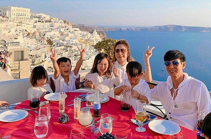 Gia đình đông thành viên thường xuyên có những chuyến đi du lịch cùng nhau để tăng kết nối.