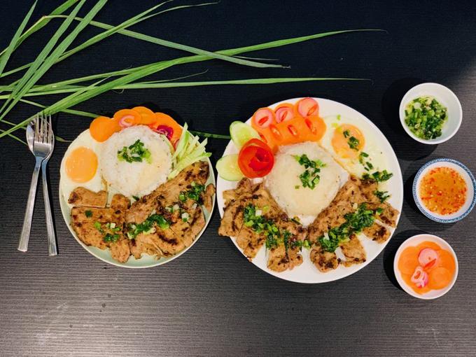 Niềm vui đứng bếp của Duy Linh là được nhìn thấy người thân, bạn bè ăn bữa cơm ngon, sốt dẻo do chính tay mình nấu, đảm bảo sức khỏe.