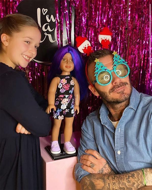 ... và Becks cùng nhau đưa con gái cưng đi chơi Noel sớm.