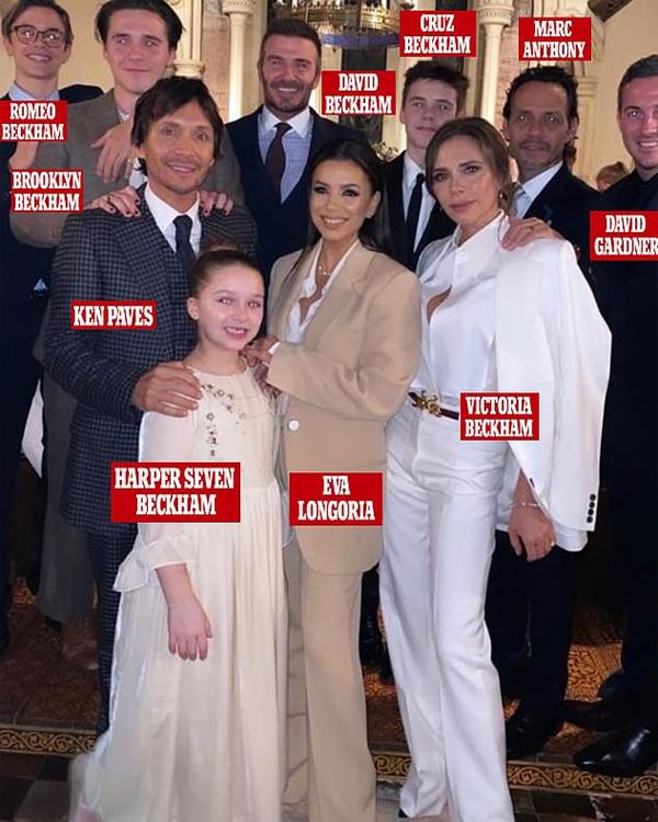 Những người bạn thân của gia đình Becks và cũng là bố mẹ đỡ đầu của Cruz, Harper như diễn viên Eva Longoria, nhà tạo mẫu tóc Ken Paves, ca sĩ Marc Anthony hay bạn thân của Becks - Dave Gardner - đều tới dự.