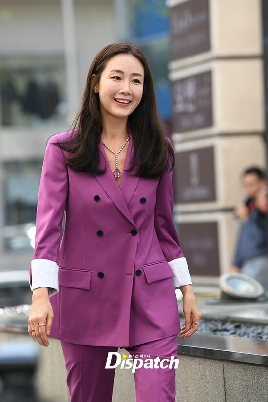 Choi Ji Woo trong lần xuất hiện sau đám cưới.