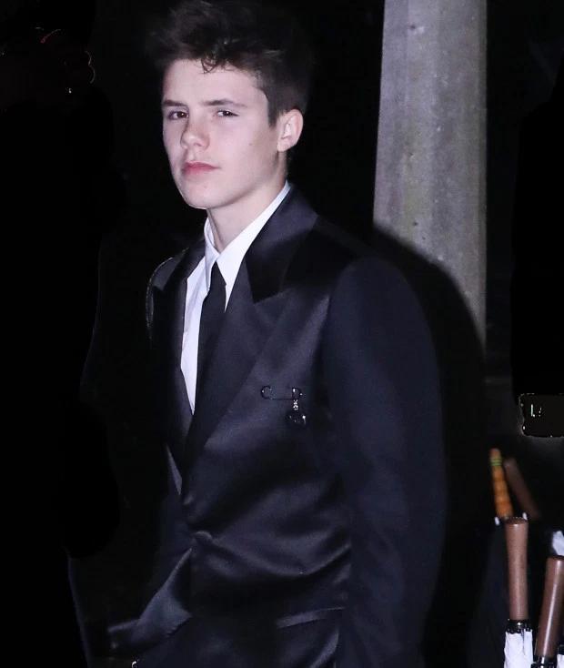 Cậu út Cruz cũng phổng phao thấy rõ và được khen đẹp trai nhất trong số ba con trai nhà Becks.