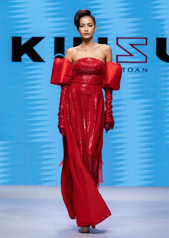 Ngọc Châu trông gầy gò hơn trước. Cô tiết lộ bị sụt 5 kg khi sang Ba Lan thi Hoa hậu siêu quốc gia 2019.